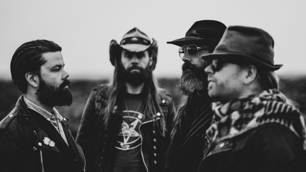 """Entrevistamos a Aðalbjörn Tryggvason de SÓLSTAFIR: """"Amo hacer metal de algo que no se parece al metal"""""""